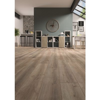 Montpellier Oak Laminate 8mm